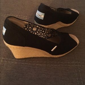 Toms Wedges. Black. Size 8.5
